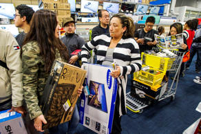 Shoppers wait in line to purchase television sets and other merchandise at a Best Buy Co. store ahead of Black Friday in San Francisco, California, U.S., on Thursday, Nov. 27, 2014.