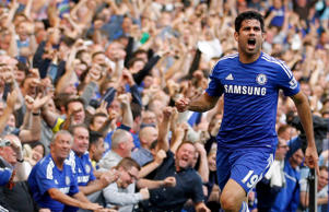 Diego Costa celebra un gol anotado con el Chelsea frente al Liecester City por la English Premier League en el estadio Stamford Bridge de Londres, el 23 de agosto de 2014