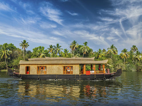 Dia 1 van 25: With an average temperature of 22C to 34C throughout the year, Kerala has been a part of National Geographic Traveller's list of 10 paradises of the world and 50 must see destinations of a lifetime.