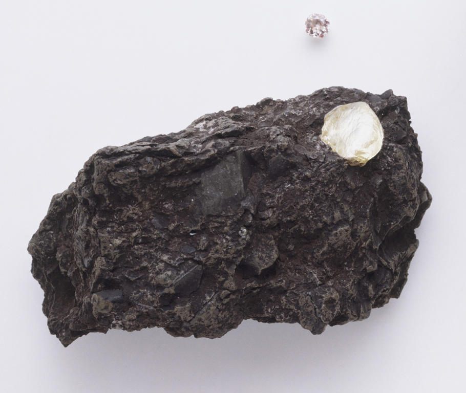 Strange rock containing 30,000 diamonds baffles scientists