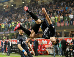 Inter Milan's Anderson Hernanes celebrates after scoring against Napoli in their Serie A fixture.