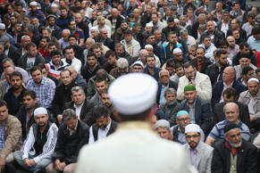 Muslims gather for Friday prayers on the street outide the Mevlana Moschee mosque on a nation-wide action day to protest against the Islamic State (IS) on September 19, 2014 in Berlin, Germany.