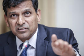 Can't flip-flop with rates, will wait till inflation stabilises, says Rajan