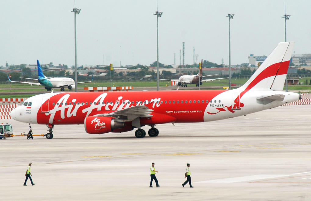 An AirAsia plane sits on the tarmac at Soekarno-Hatta airport in Tangerang near Jakarta on December 28, 2014.  An AirAsia plane with 162 people on board went missing en route from the Indonesian city of Surabaya to Singapore early on December 28, 2014, officials and the airline said, in the third major incident to affect a Malaysian carrier this year.
