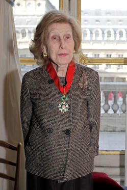 "U.S billionaire media proprietor Anne Cox Chambers poses after being awarded ""Commandeur de la Légion d'Honneur"" ( Commander in the Legion of Honor) at the Culture Ministry, in Paris, Friday Nov. 13, 2009."