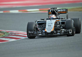 Nico Hülkenberg testet am 27. Februar 2015 in Barcelona den Force India F1 VJM08.