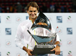 Federer beats Djokovic in Dubai