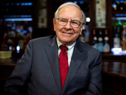 Investor Warren Buffett poses for a portrait during an interview after a luncheon to benefit the Glide Foundation of San Francisco in New York April 23, 2014. Lucas Jackson/Reuters