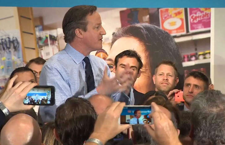 Election 2015: best political pictures and videos - Page 2 BBiJeCp