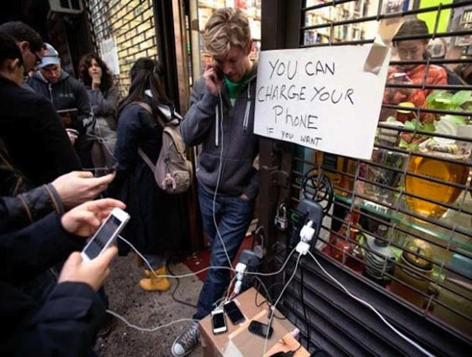 A store owner invites New Yorkers who lost power during Hurricane Sandy to change their phones.