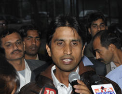 File: AAP leader Kumar Vishwas  addressing the media persons on the water issue as promised in AAP manifesto at Kaushambi on December 30, 2013 in Ghaziabad, India.