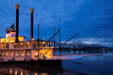USA, Mississippi, Natchez, Isle of Capri Casino riverboat on Mississippi River