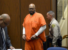 Rap mogul Suge Knight appears in court for a arraignment hearing in his murder trial in Los Angeles, California, April 30, 2015.