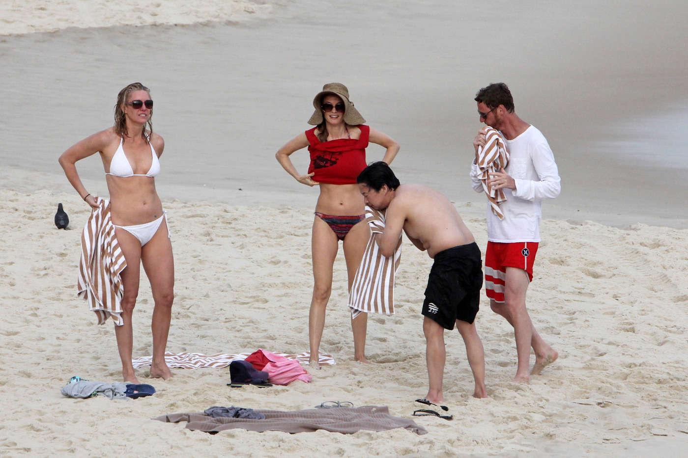 Bradley ShirtlessShows Off Brazil Cooper In Beach Body Goes 8wONnvm0