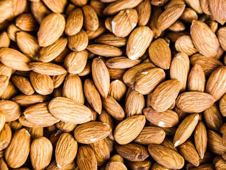 "<span style=""color:#333333;font-family:arial, sans-serif;font-size:12px;line-height:18px;"">Nuts contain protein, fats, and fibre giving you the extra calories you need to bulk up without giving you love handles. Almonds are especially high in vitamin E – a potent antioxidant that can help prevent free-radical damage after a heavy workout and helps your muscles recover quicker. Eat two handfuls a day for optimum results.</span>"