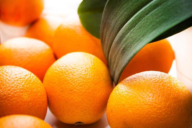 Slide 3 de 18: Oranges